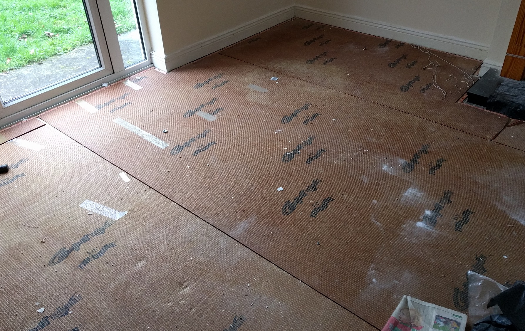 Flooring underlay on top of concrete subfloor laminate for Laminate flooring underlay
