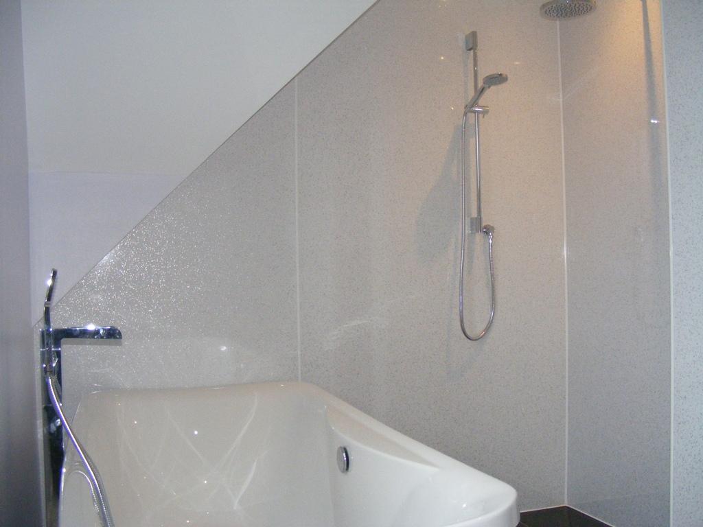 Bathroom_7.thumb.4efe93eb6d9e73e2756b2f4e37c12ac2