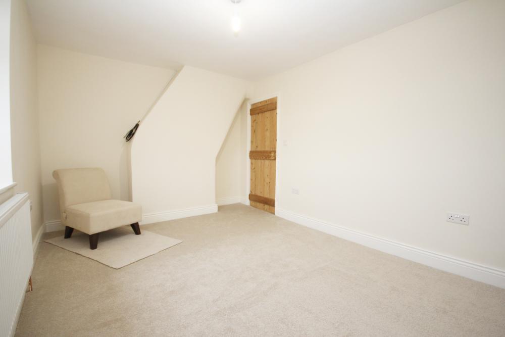 finished_back_bedroom.thumb.JPG.cb9fffdeb525cb04956760388852f9c3.JPG