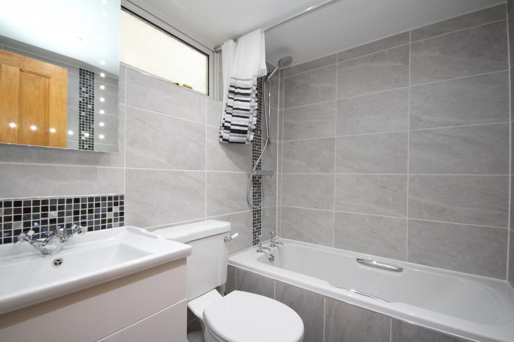 finished_bathroom1.thumb.JPG.9001676fe2c0f6eee4a29af30b3a7a4b.JPG