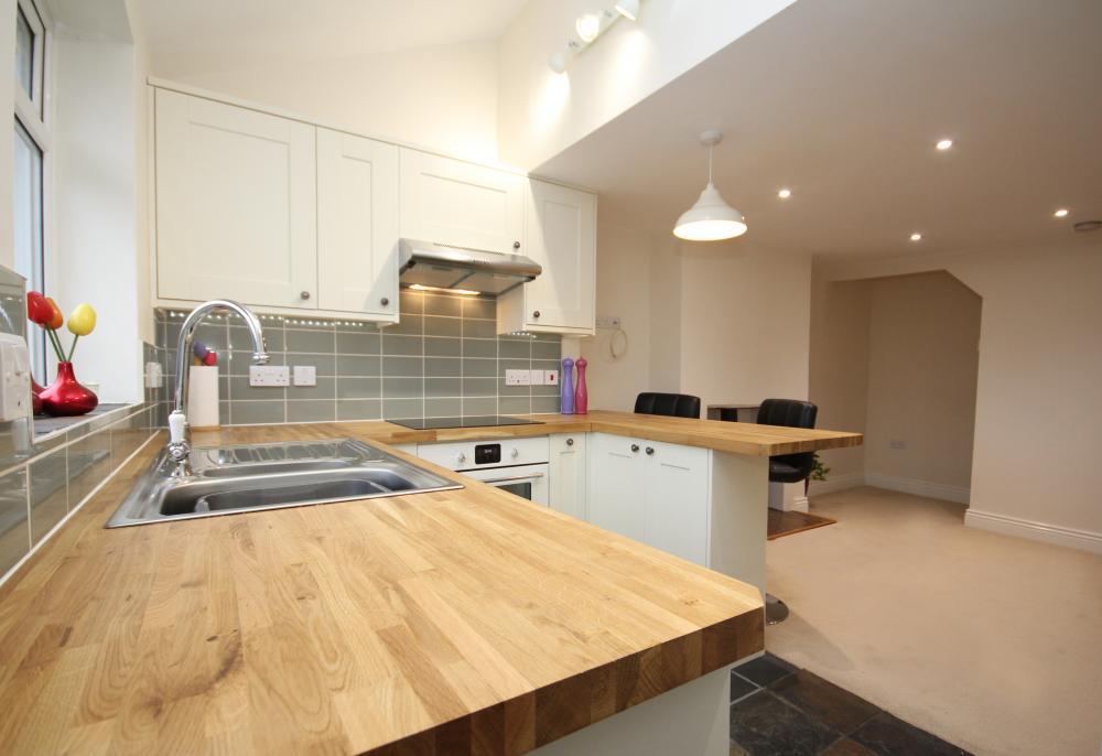 finished_kitchen1.thumb.jpg.fee5ec5859e1cc0e9e678a292bfb9d96.jpg