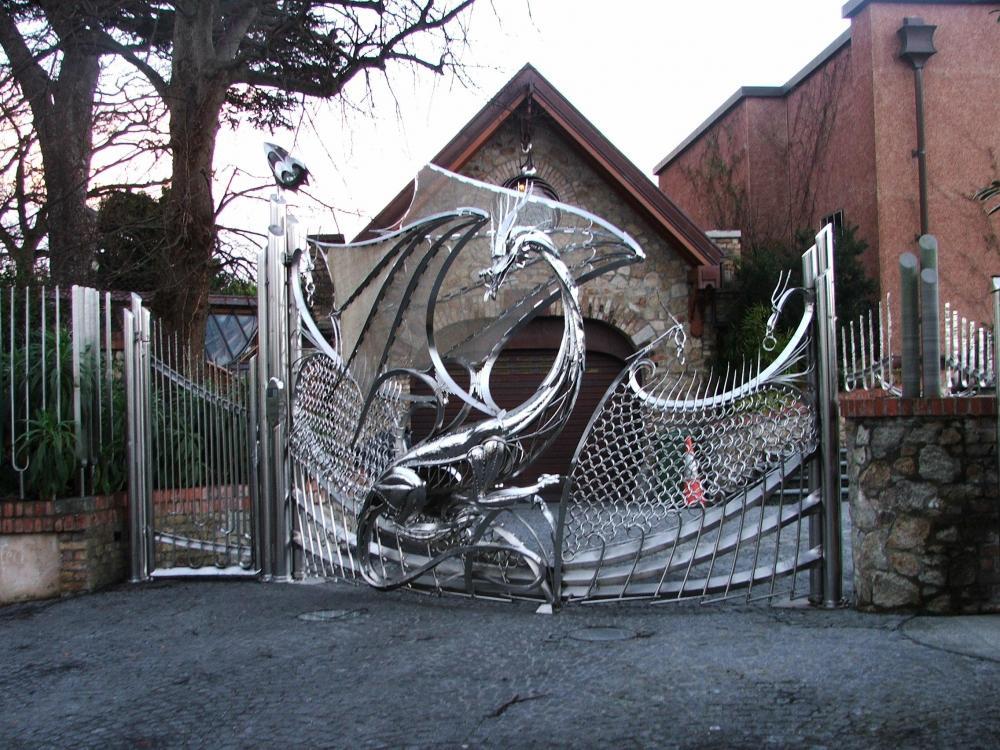 dragon_steel_gate_980761_o.thumb.jpg.30728cbbf98b7c5317e8769798209222.jpg