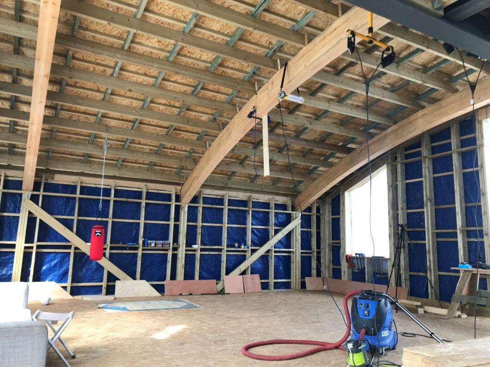 timber_frame_inside_2.JPG